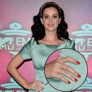 54e81c814649b_-_sev-best-red-nail-polish-katy-perry-s2